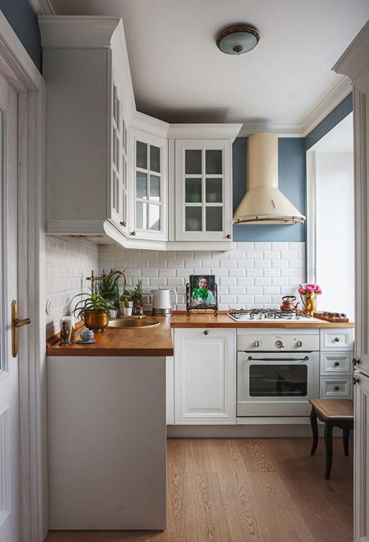 Классическая белая кухня в хрущевке