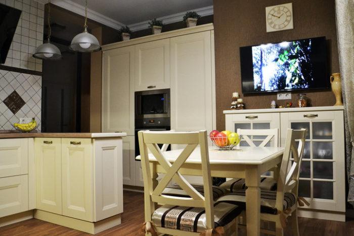 Классический белый кухонный гарнитур