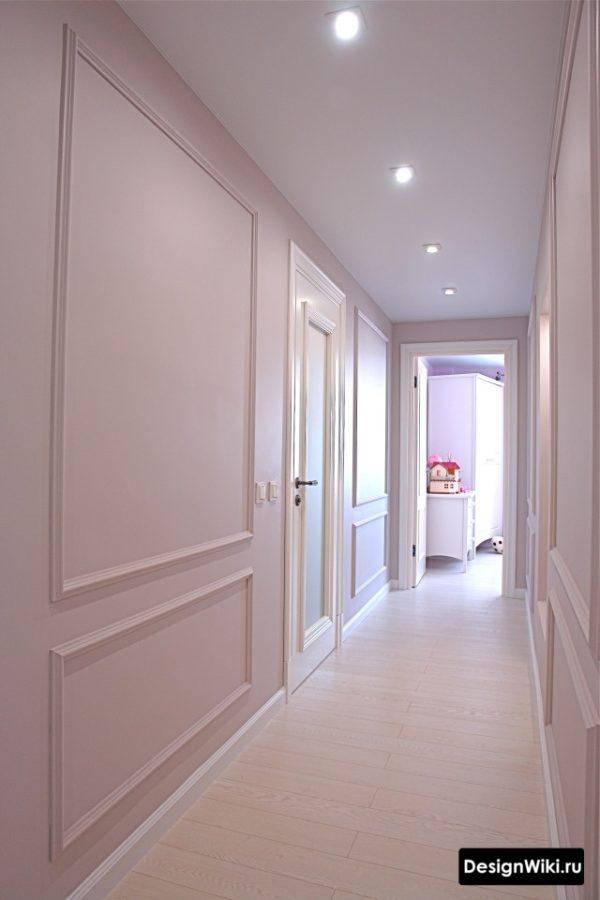 Классический ремонт и светлый паркет в коридоре