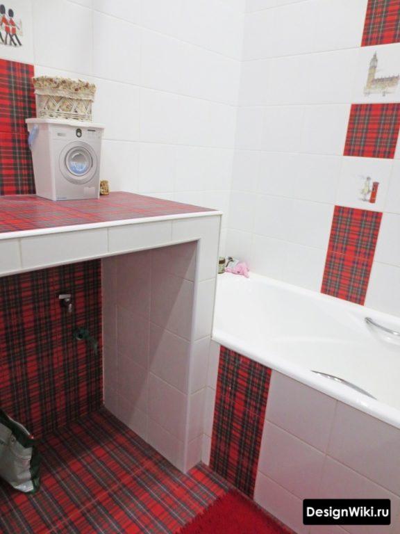 Красно-белая плитка для ванной комнаты