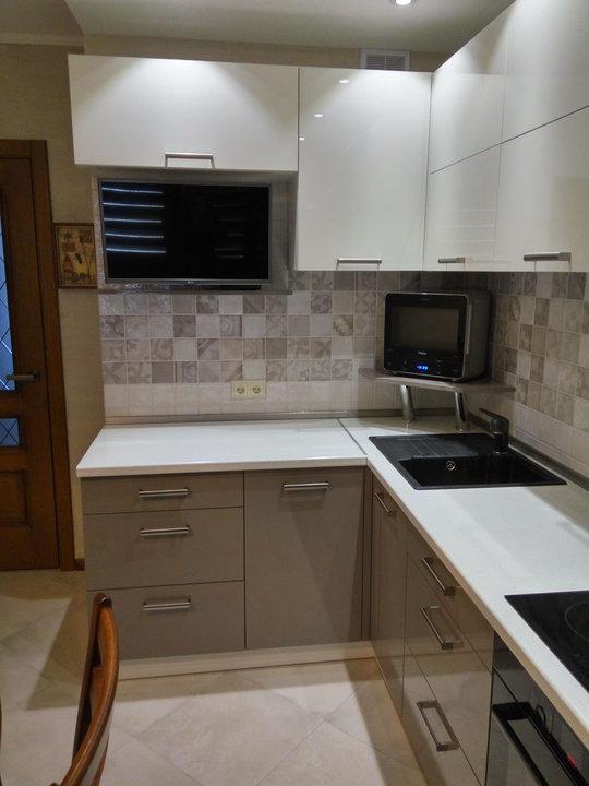 Кухня белый верх серый низ