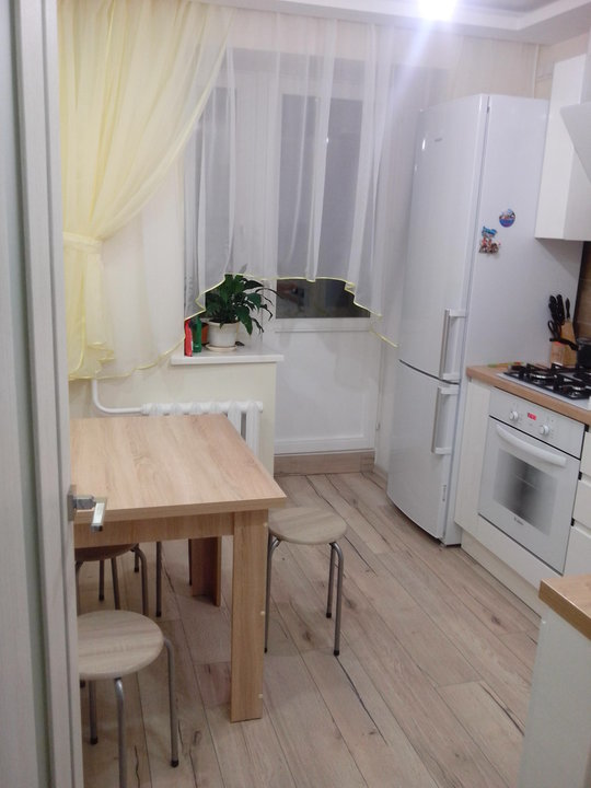 Кухонный гарнитур белое с деревом
