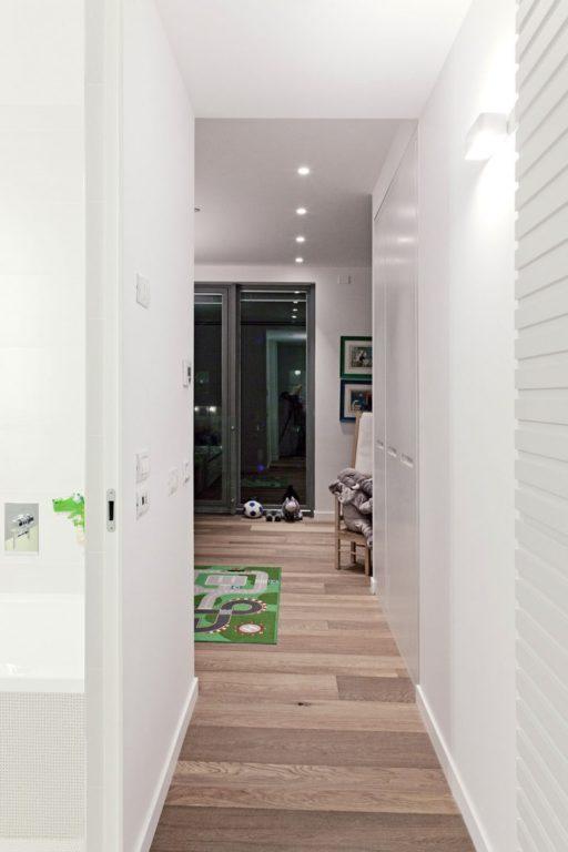 Ламинат можно укладывать в коридоре-прихожей