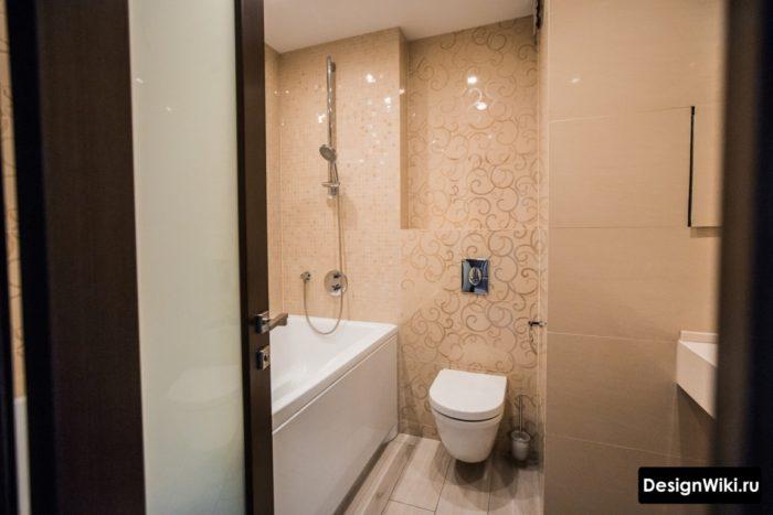 Маленькая ванная совмещенная с туалетом
