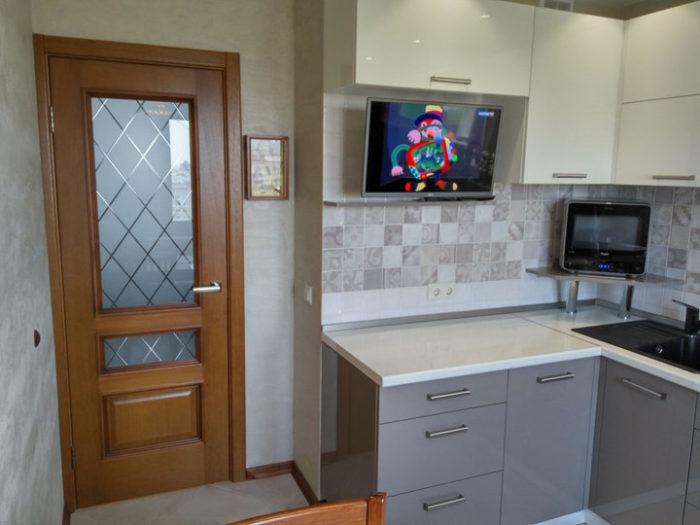 Маленький угловой гарнитур на кухню