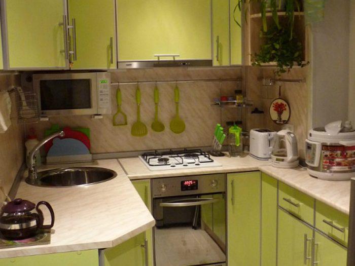 Настенные держатели для ножей и половников на кухне