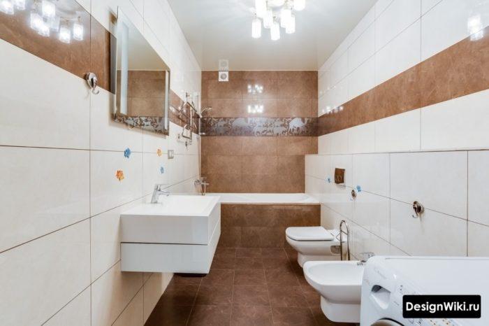 Натяжной потолок в ванной с туалетом