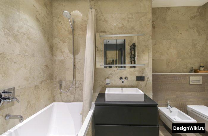 Небольшая ванная совмещенная с туалетом