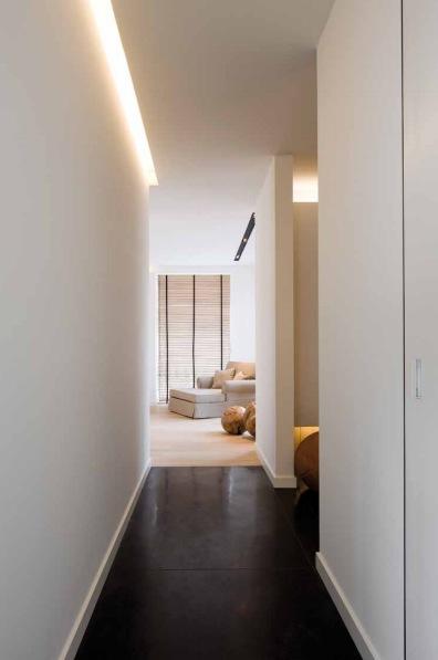 Ниша для подсветки в гипсокартонном потолке в коридоре