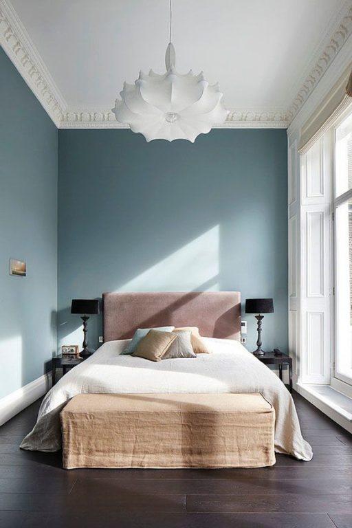 Плинтус или порожек на потолке в современном стиле дизайна