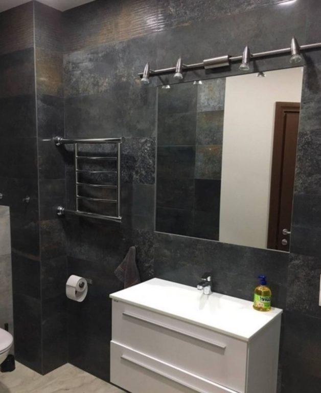 Плитка с имитацией металла в ванной #ванная #ремонт