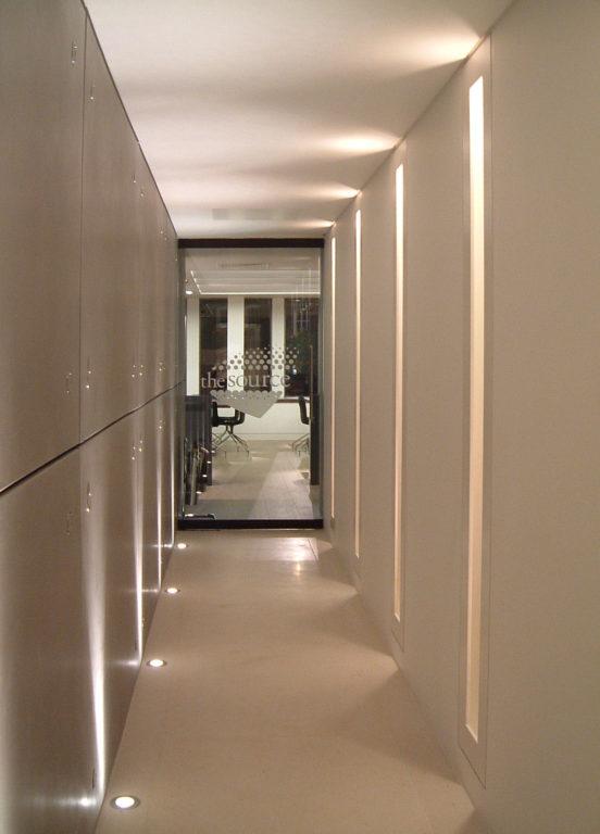 Подсветка в полу коридора
