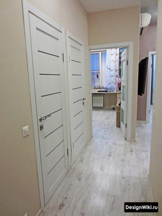 Простой современный дизайн коридора в квартире