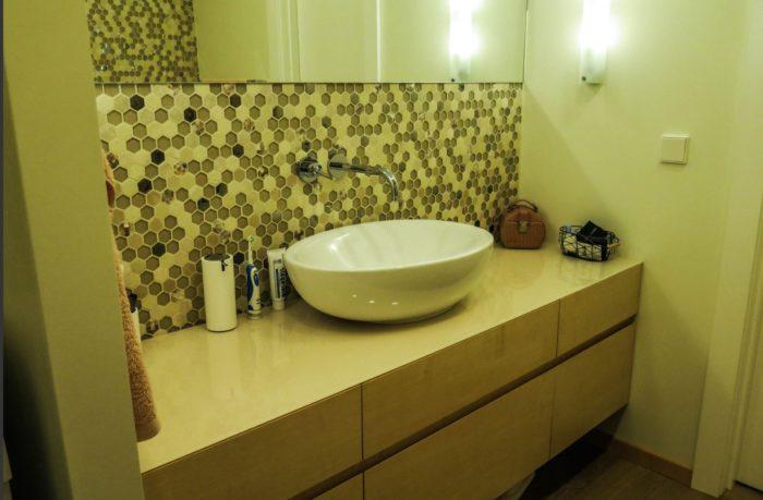 Пятиугольная мозаика в дизайне ванной