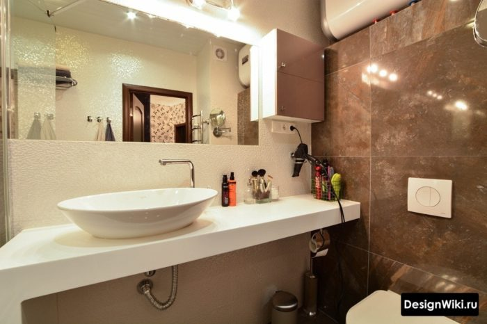 Раковина чаша в ванной комнате совмещенной с туалетом
