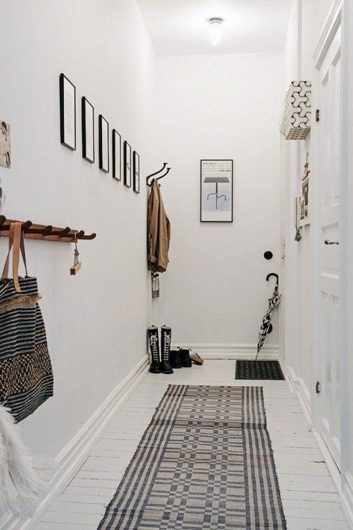 Реальный интерьер белого коридора в квартире