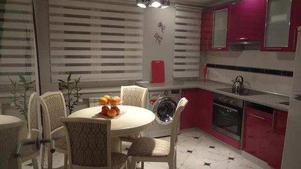 Розовый гарнитур для кухни