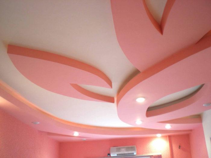 Розовый фигурный подвесной потолок