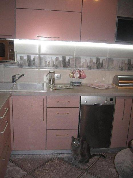 Светло-розовая кухня