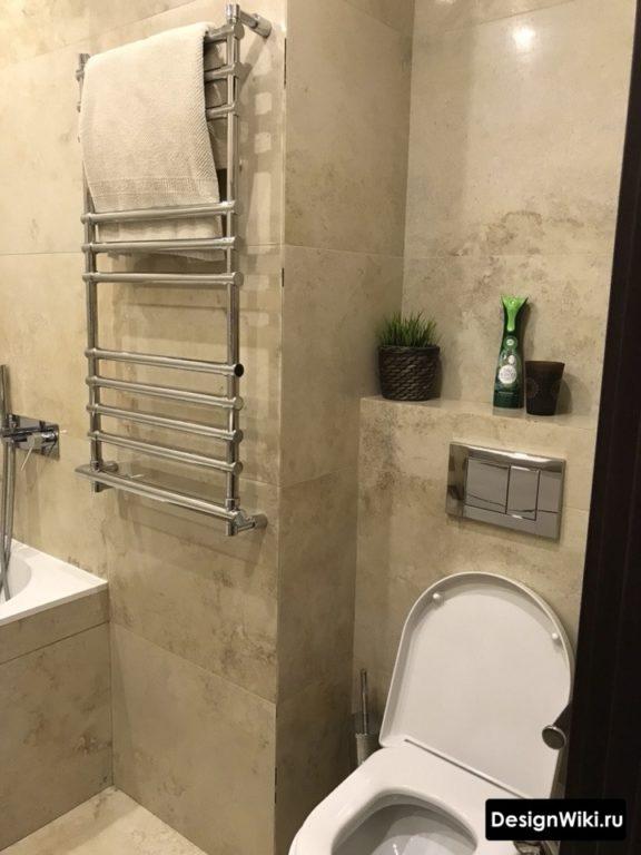 Серая плитка в интерьере совмещенной ванной комнаты
