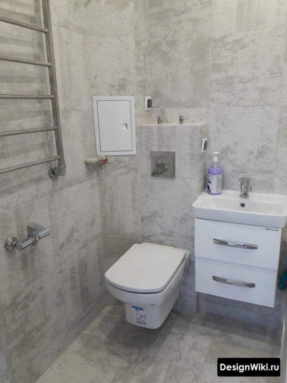 Серый матовый дизайн плитки для ванной