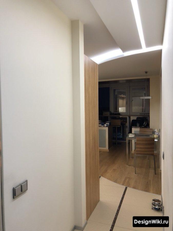 Современный вариант освещения в коридоре
