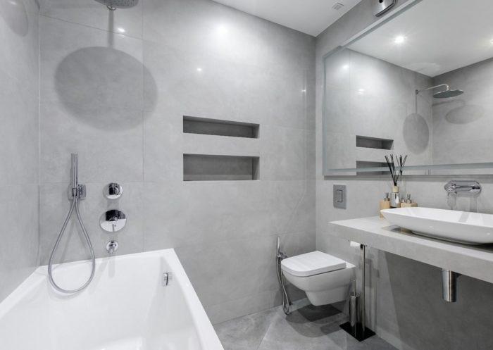 Современный интерьер ванной с туалетом