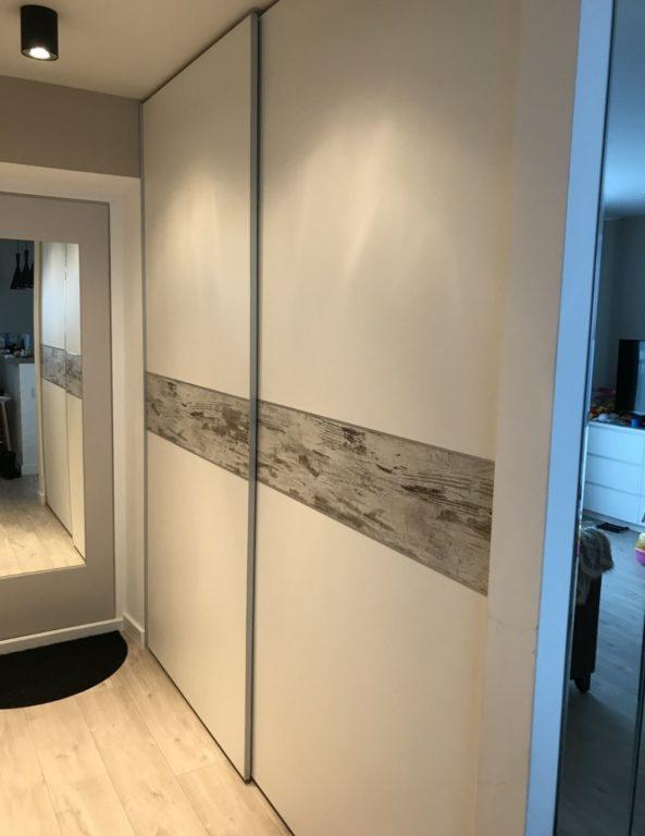 Современный шкаф-купе в коридоре
