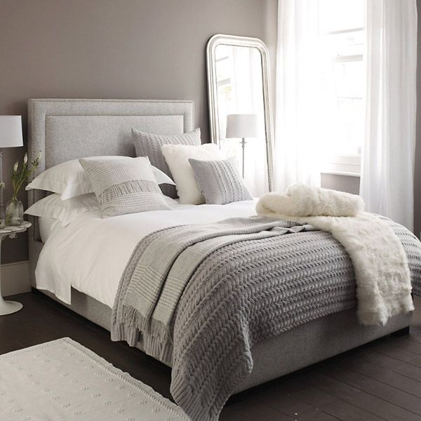 Сочетание коричневых стен с серой мебелью