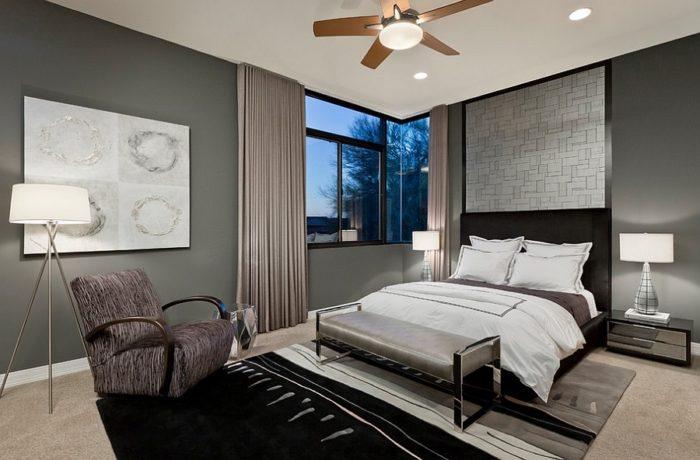 Спальня с серыми стенами
