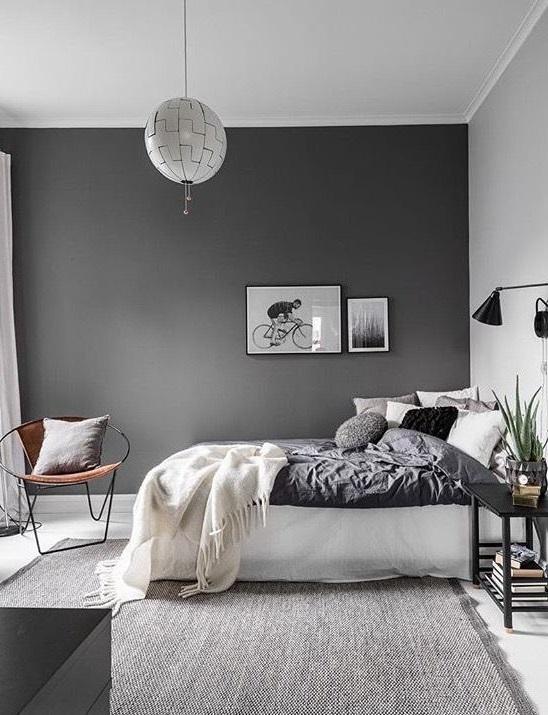 Стены в спальне тёмно-серого цвета