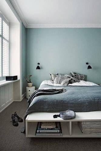 Стены грязно голубого цвета