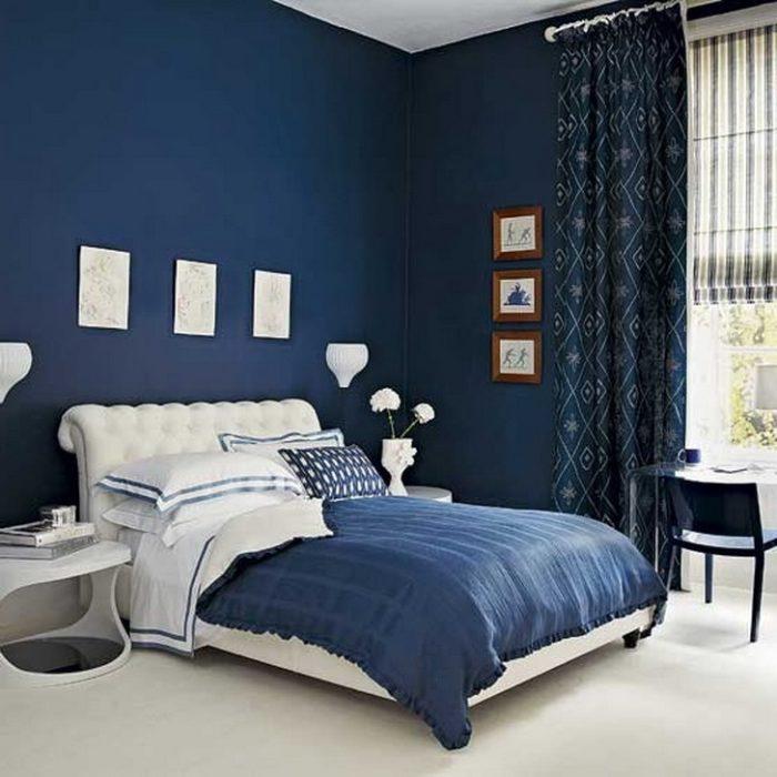 Тёмно-синие стены в спальне