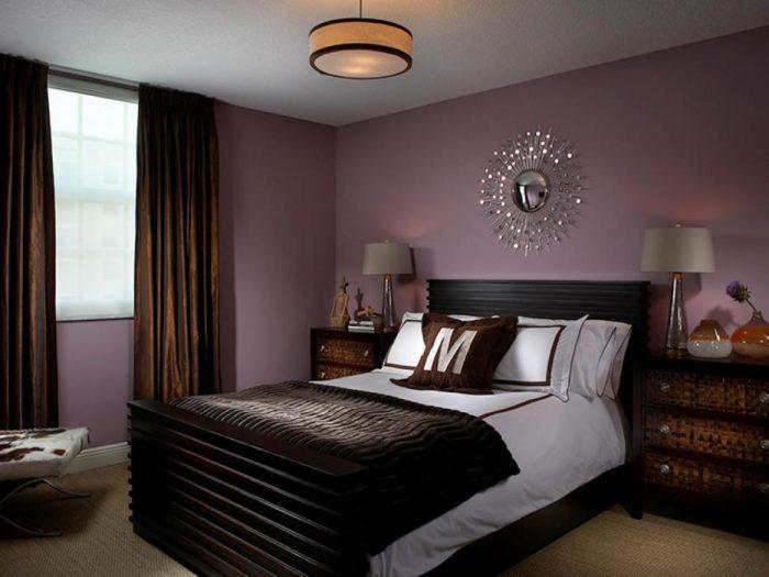 Тёмно-фиолетовые стены в спальне