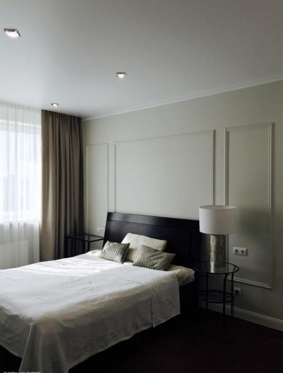 Тёплый серый цвет в спальне
