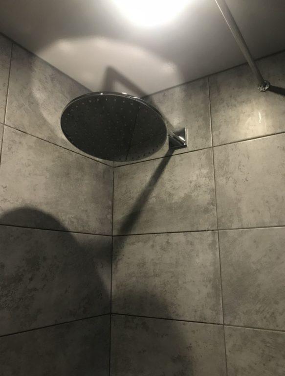 Чёрная плитка лофт бетон