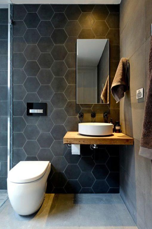 Шестиугольная плитка в дизайне ванной с туалетом