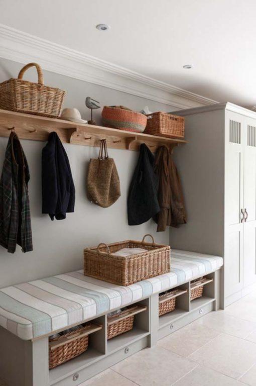 Шкаф для прихожей в классическом стиле