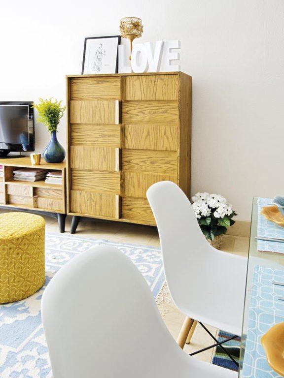 Шкаф из массива в маленькой квартире