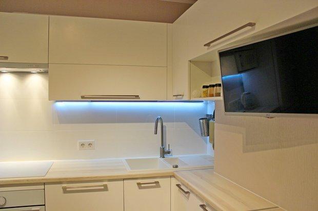 Верхние шкафы с подсветкой