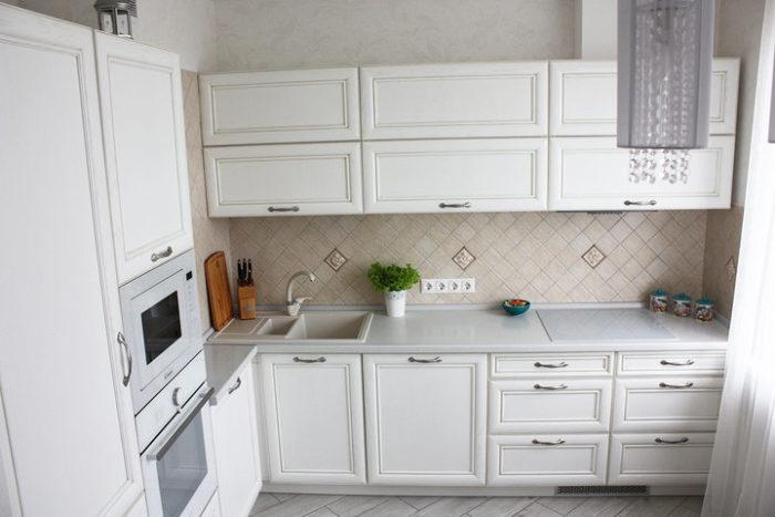 Классический угловой гарнитур для кухни