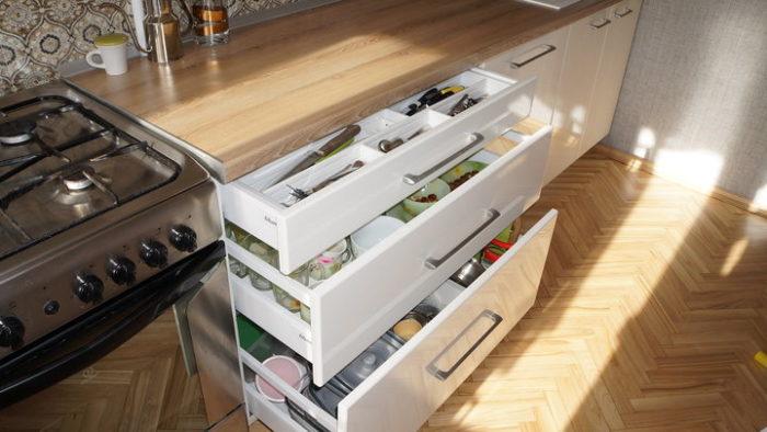 Кухонный гарнитур с выдвижными ящиками