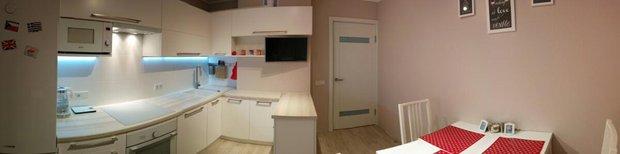 Панорама кухни с угловым гарнитуром