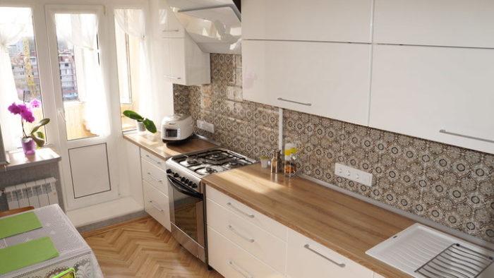 Прямая белая кухня