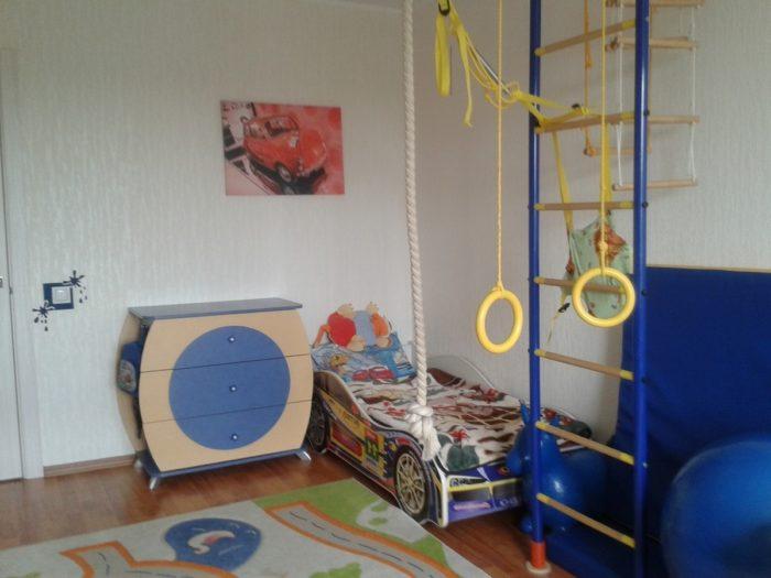 Гимнастический уголок в детской для двух мальчиков