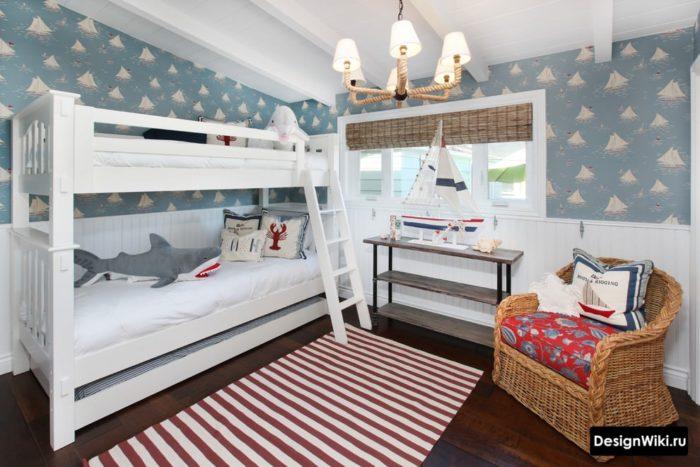 Двухъярусная стильная белая кровать для двух мальчиков