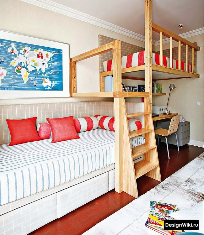 Деревянная кровать-чердак в скандинавской детской для мальчиков #дизайнинтерьера #детские
