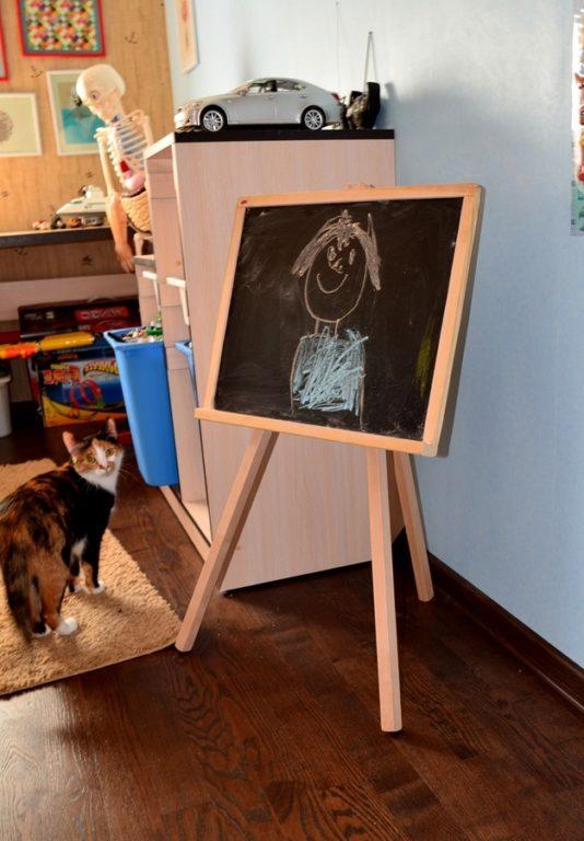 Доска для рисования в детской