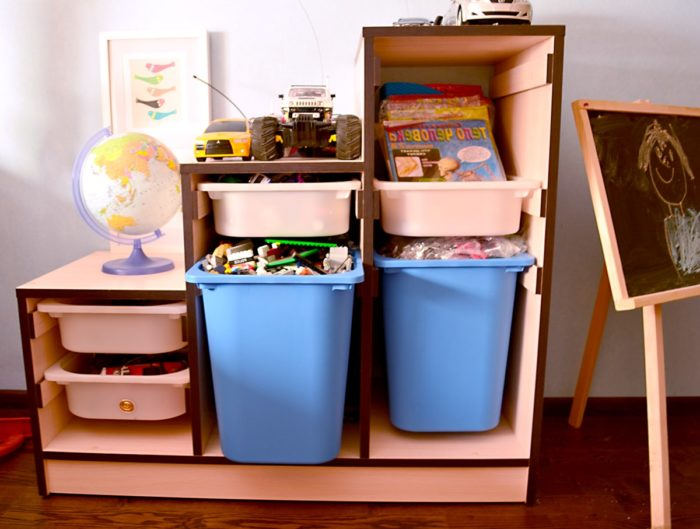 Коробки для игрушек в детской для двоих детей