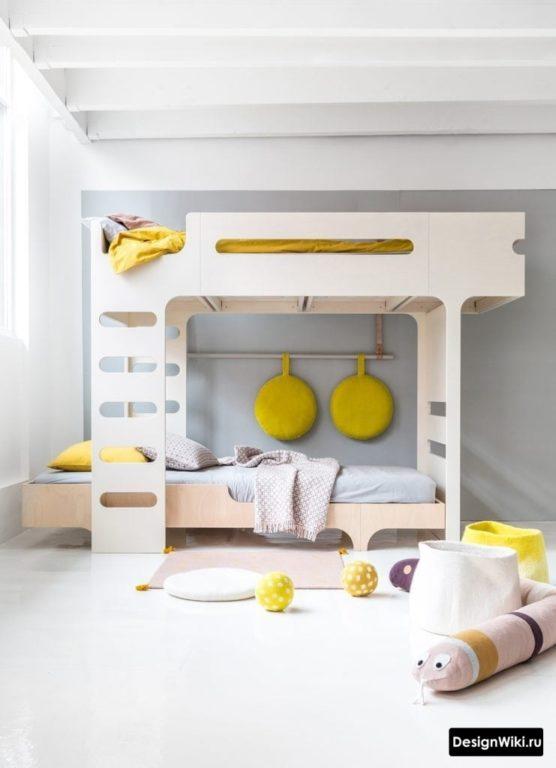 Кровать в 2 уровня бежевого цвета